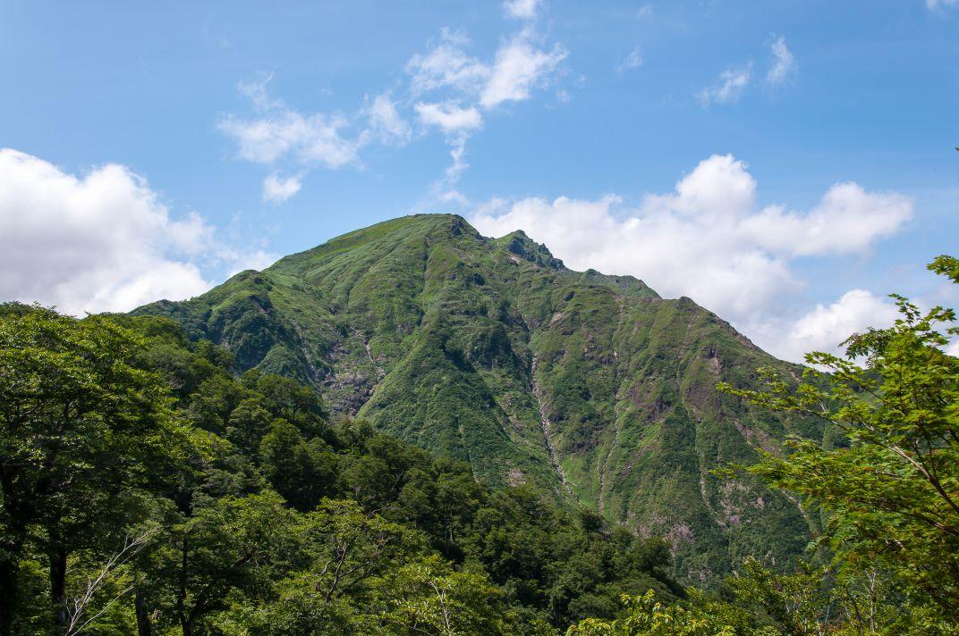 谷川岳 ~晴天の空にそびえる双耳峰~