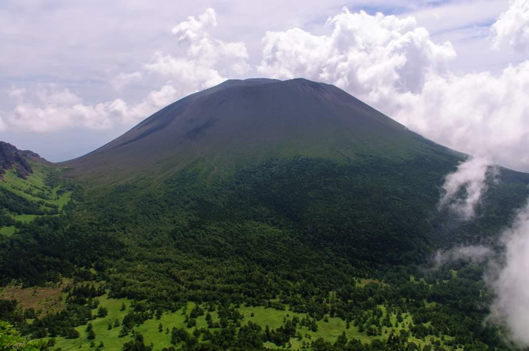 黒斑山(浅間山) ~夏雲に覆われた活火山~