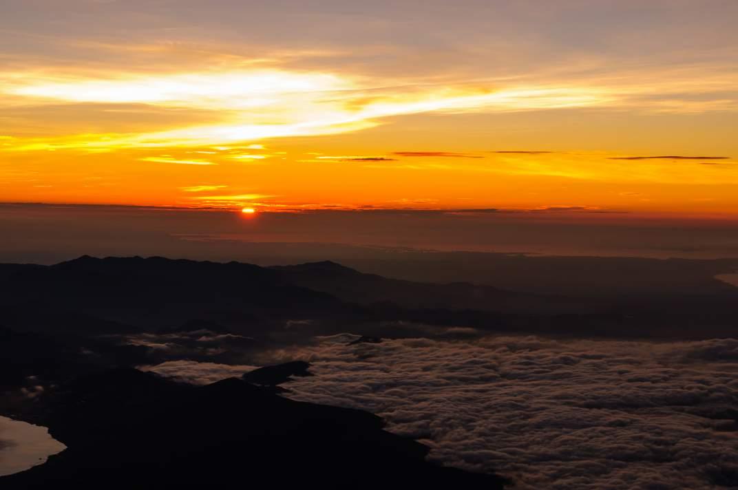 富士山 ~晩夏の日本最高峰から望む御来光~